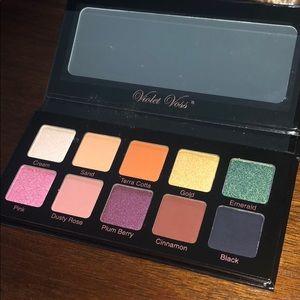 Violet Voss Essentials Palette